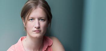 "stephanie stremler - premiere ""casting a woman"""